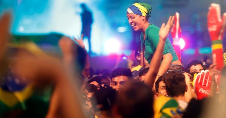Torcedores na Fan Fest de São Paulo comemoram classificação às semifinais