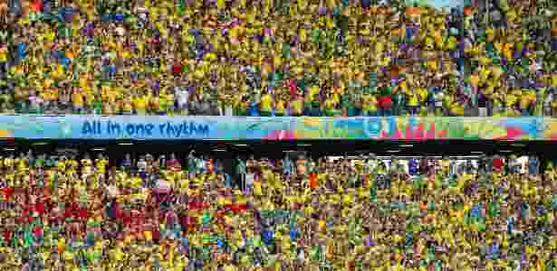 Torcida brasileira faz festa no Castelão - REUTERS/Yves Herman - REUTERS/Yves Herman