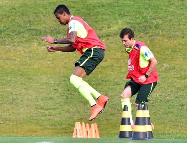 05.07.14 - Luiz Gustavo e Bernard fazem treino físico em Teresópolis