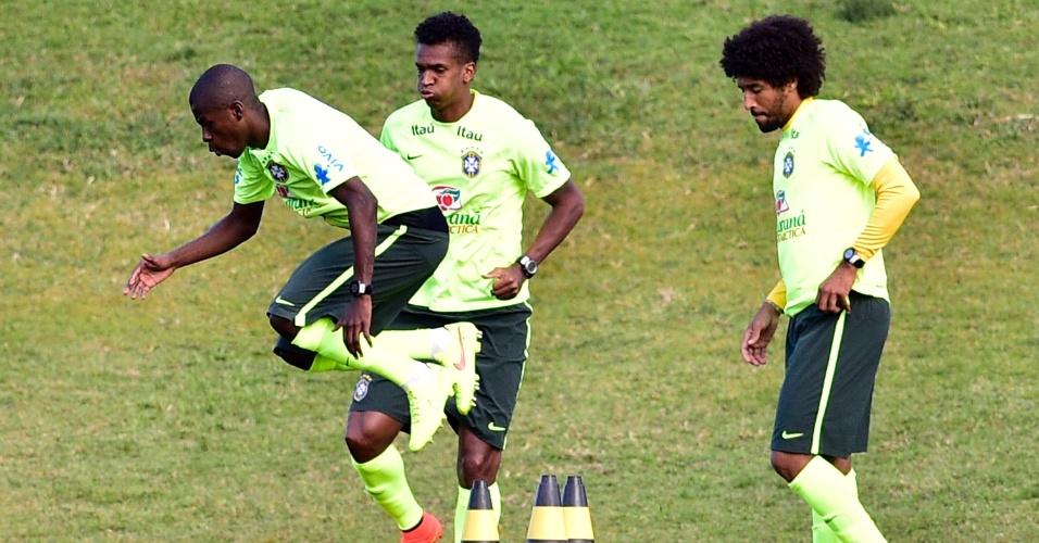 05.07.14 - Ramires, Jô e Dante fazem treino físico em Teresópolis