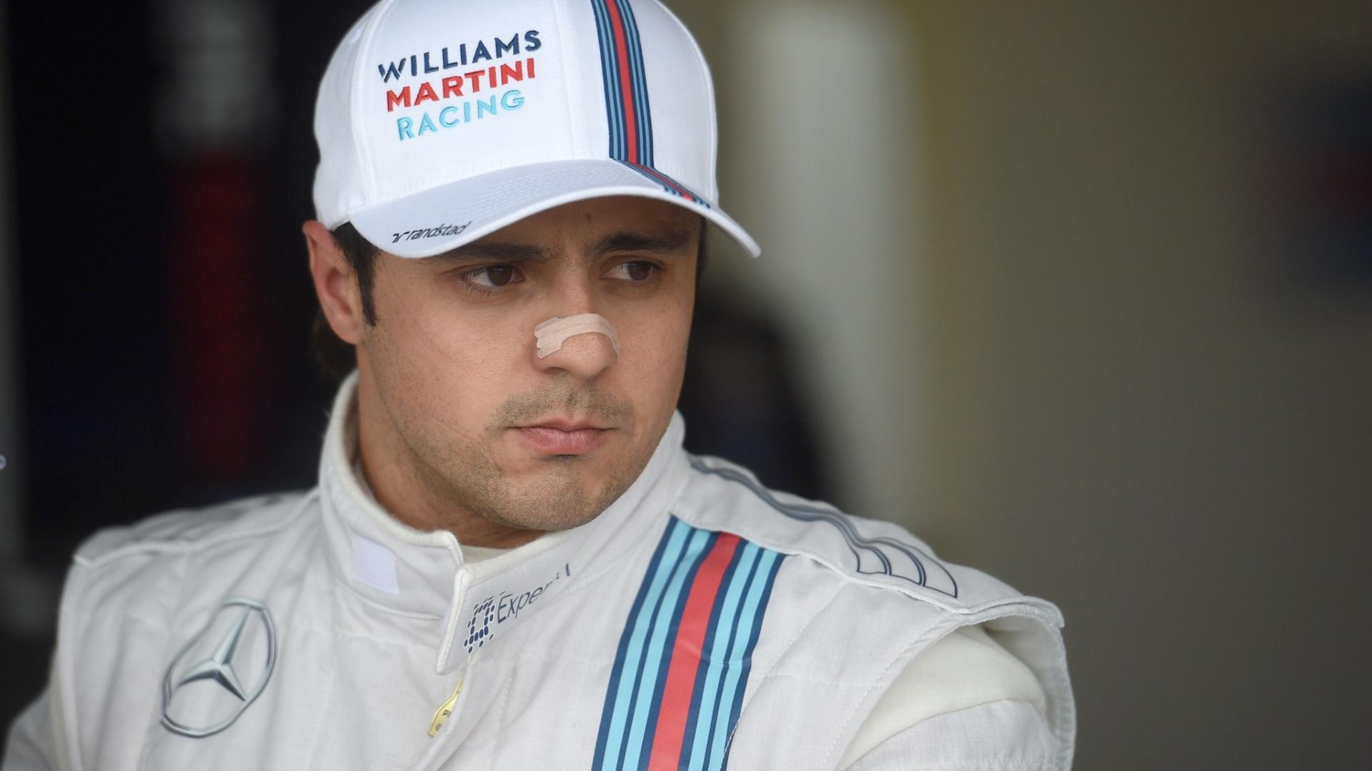 05.jul.2014 - Felipe Massa se concentra no box da Williams antes de ir para a pista no treino de classificação para o GP da Inglaterra em Silverstone