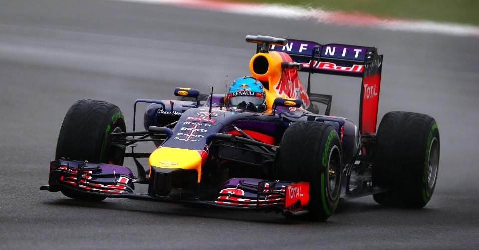 05.jul.2014 - Sebastian Vettel acelera sua Red Bull pelo circuito de Silverstone durante o treino de classificação para o GP da Inglaterra