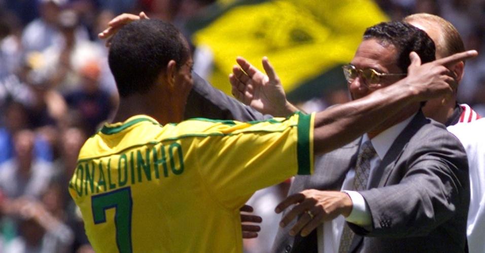 A renovada seleção de Wanderley Luxemburgo venceu a Alemanha na Copa das Confederações de 1999 por 4 a 0. Ronaldinho Gaúcho ainda era uma promessa