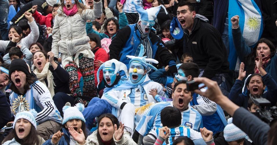 Em Buenos Aires, Argentinos comemoram classificação da seleção na Copa do Mundo. Argentina venceu a Bélgica por 1 a 0 neste sábado