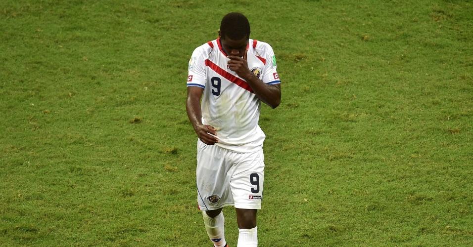 Atacante Campbell fez cara de poucos amigos ao ser substituído na partida entre Holanda e Costa Rica