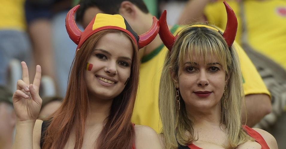 Belas torcedoras da Bélgica posam para foto antes de partida em Brasília