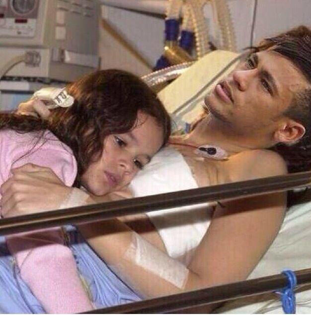 Bruna Marquezine dá apoio para Neymar se recuperar da lesão