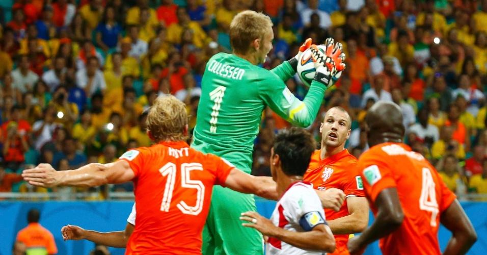 Cillessen faz a defesa após cobrança de falta da Costa Rica na área da Holanda