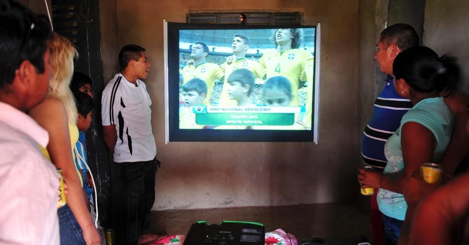 Educador Eliseu Martins reúne amigos e familiares na sua casa para acompanhar jogo da seleção na Copa do Mundo