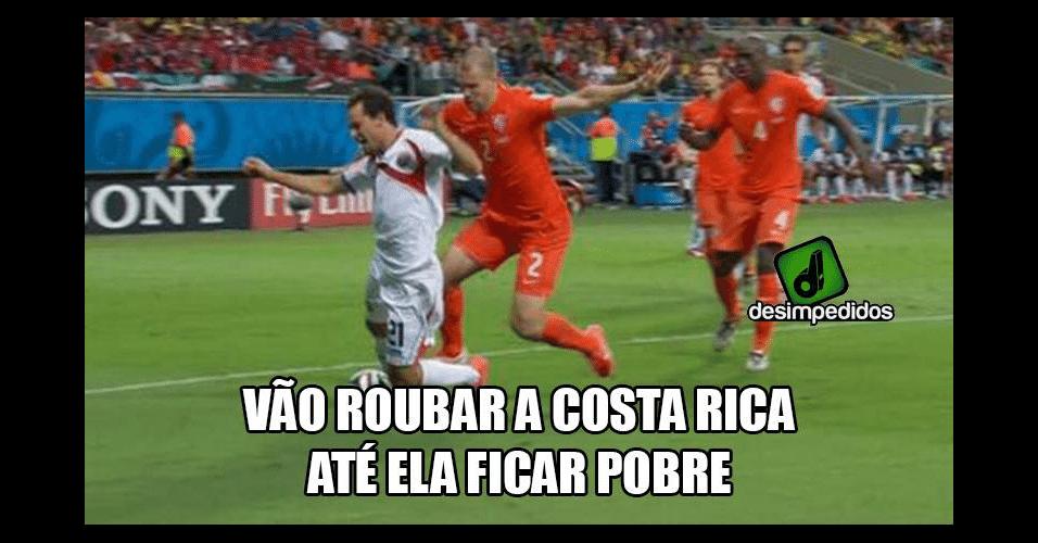 De acordo com os internautas, Costa Rica sofreu com a arbitragem