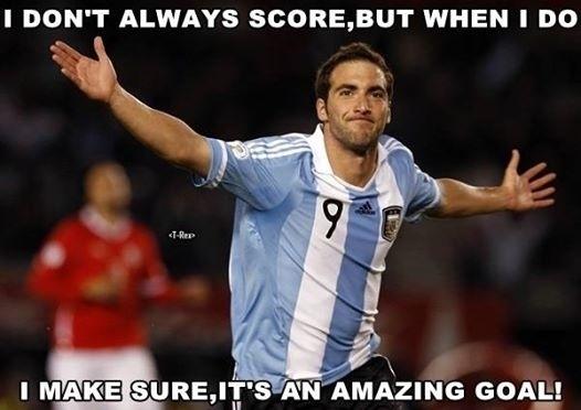 Ele não havia marcado gol, mas quando fez garantiu que foi um golaço
