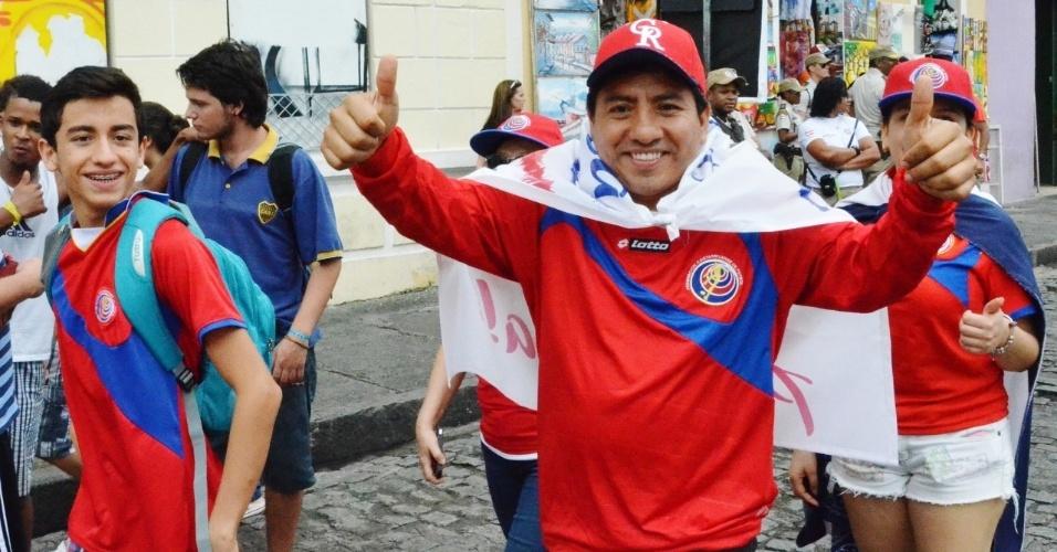 Em menor número, torcedores da Costa Rica se juntam aos holandeses no centro de Salvador