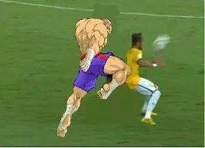 Entrada dura que tirou Neymar da Copa é comparada a golpe de videogame