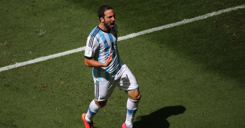 Higuain comemora após abrir o placar para a Argentina contra a Bélgica