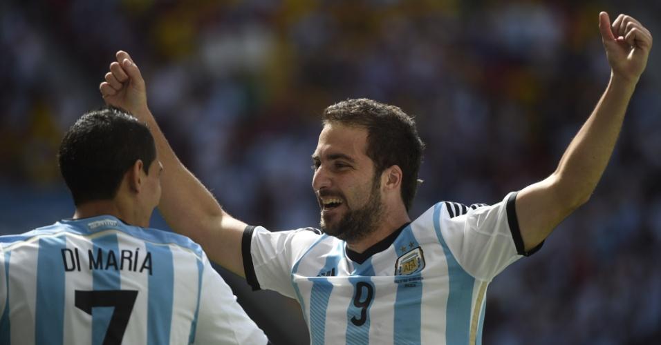 Higuain vibra com Di Maria após abrir o placar para a Argentina contra a Bélgica