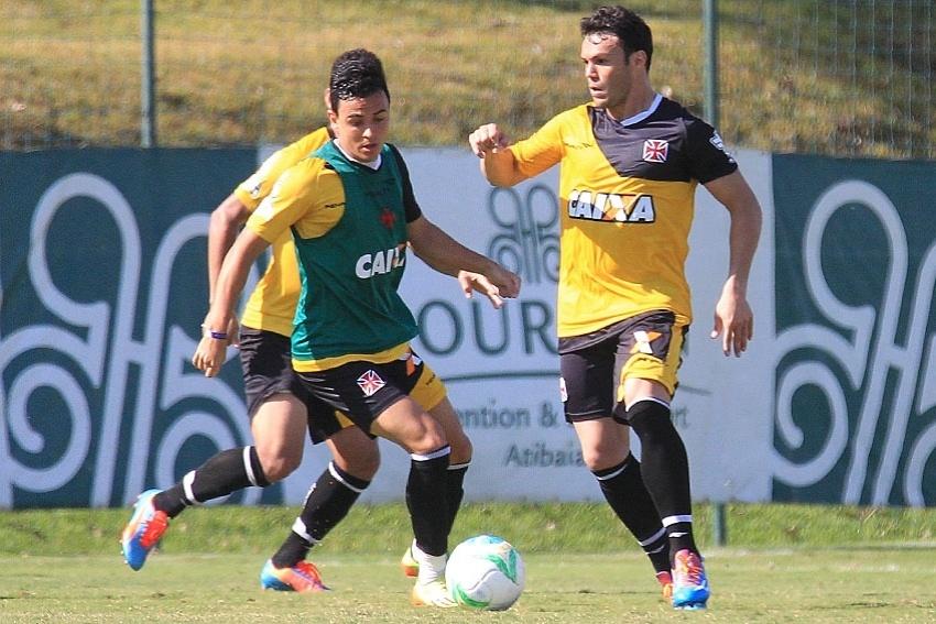 Kleber teve boa movimentação e marcou um dos gols da vitória do Vasco em jogo-treino contra Atibaia