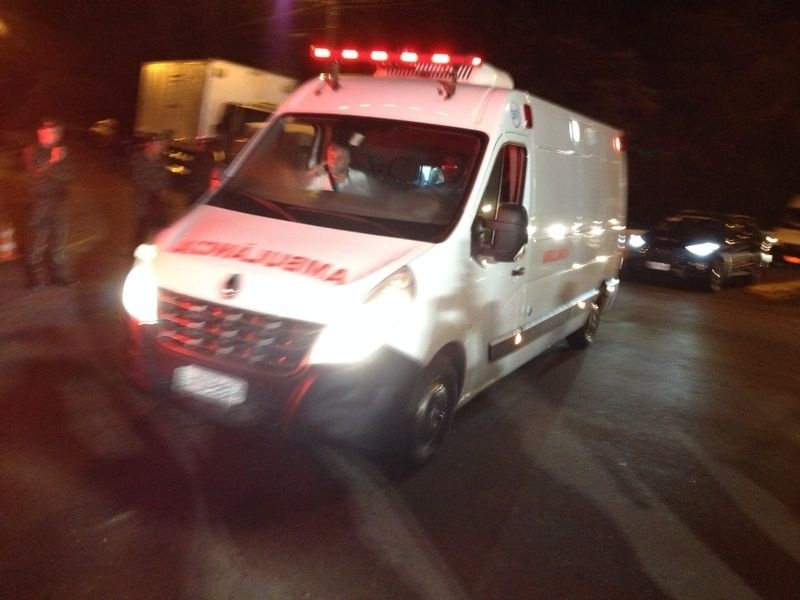 Neymar chegou à Granja Comary de ambulância
