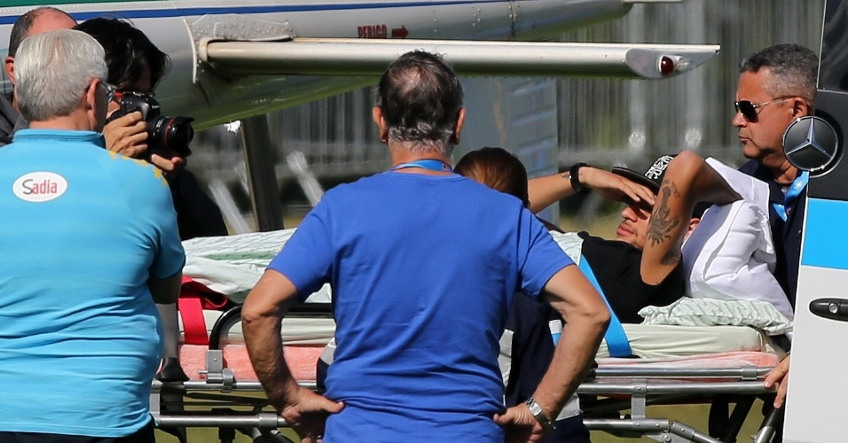 Neymar deixa a Granja Comary de helicóptero