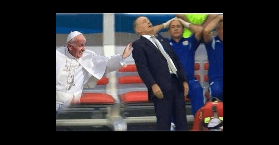 Papa estava presente para segurar treinador argentino