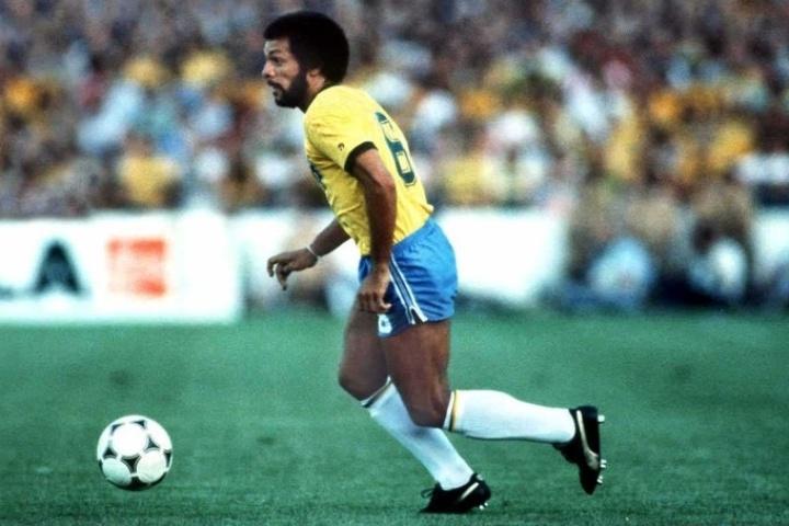 Para comemorar os 50 anos da realização da 1ª edição da Copa do Mundo, a Fifa organizou um mundialito com Brasil, Alemanha, Argentina, Uruguai, Itália e Holanda em 1980. O Brasil venceu os alemães por 4 a 1. Júnior foi autor de um dos gols