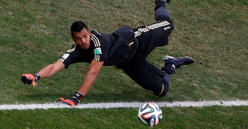 Romero faz defesa após chute da Hazard e impede gol da Bélgica