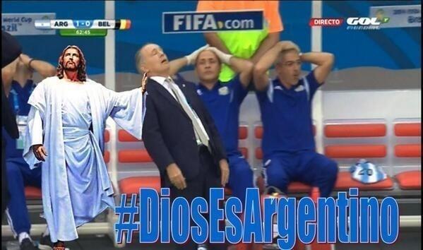 Técnico da Argentina perdeu o equilíbrio durante vitória sobre a Bélgica e virou meme