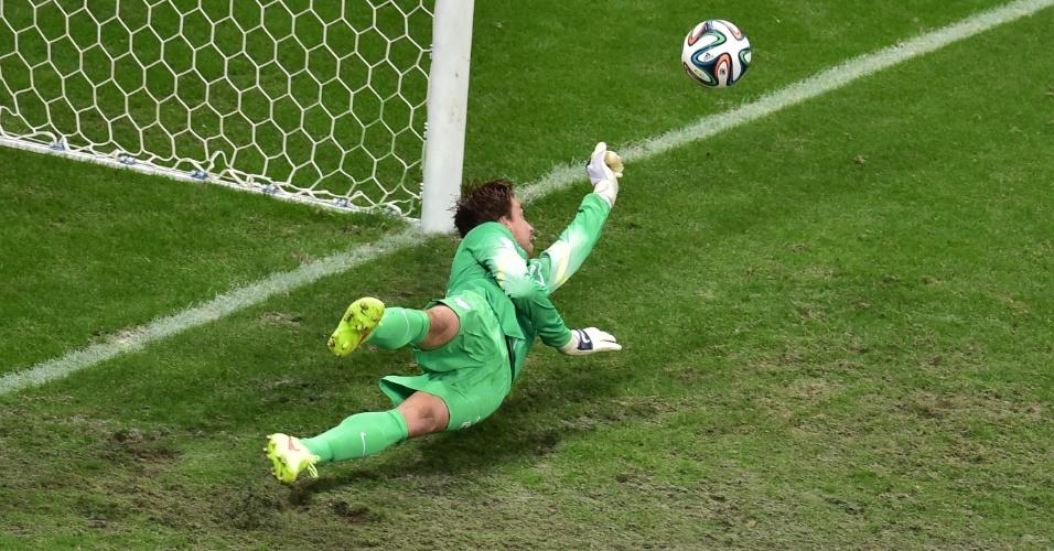 Tim Krul também pegou o pênalti de Umana e garantiu a vitória da Holanda sobre a Costa Rica