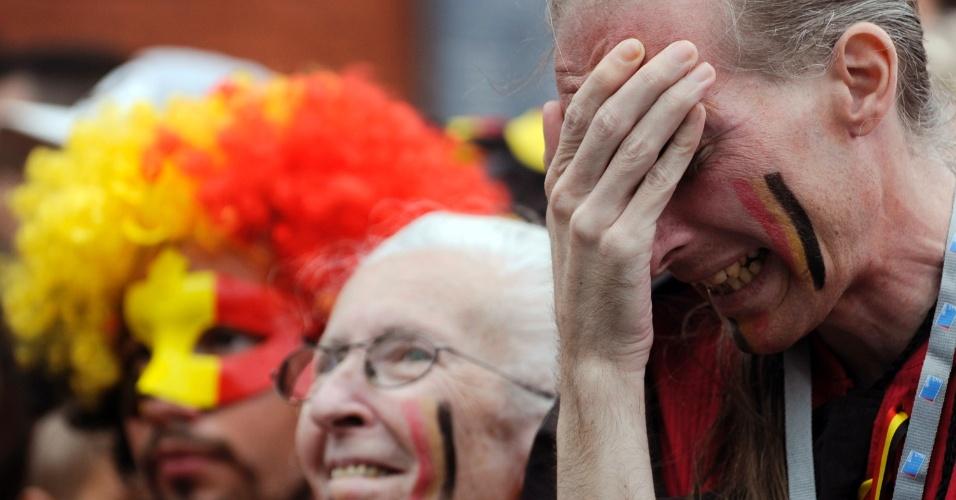 Torcedor belga chora após eliminação da seleção na Copa do Mundo, nas quartas de final, contra a Argentina