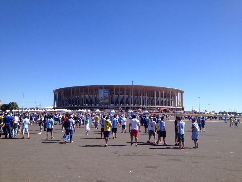 Torcedores argentinos vão 'tomando conta' do entorno do Mané Garrincha antes da partida contra a Bélgica