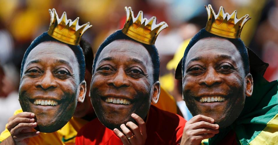 Torcedores da Bélgica provocam argentinos com máscaras do Pelé