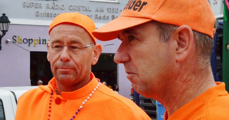 Torcedores da Holanda se divertem no centro de Salvador antes da partida contra a Costa Rica, na Arena Fonte Nova