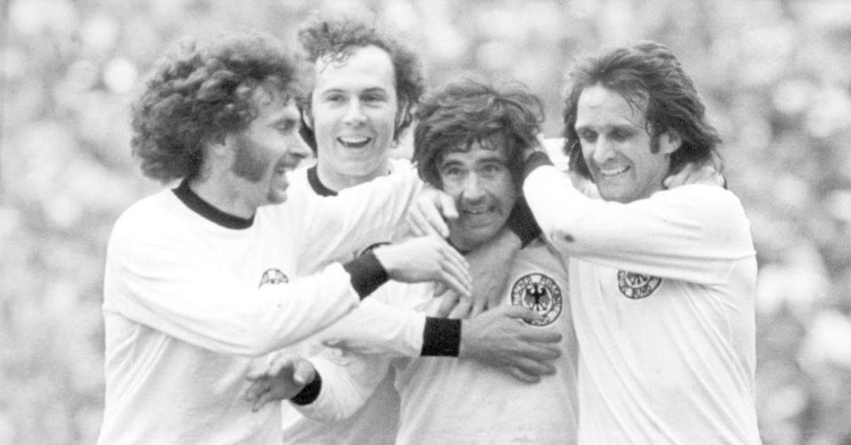 Um amistoso realizado na cidade alemã de Stuttgart em 1968 foi a terceira partida entre as duas seleções, a primeira vencida pelos europeus. Os brasileiros não resistiram ao talento da equipe teutônica comandada por  Beckenbauer e Overath. Held e Dörfel marcaram os gols da Alemanha. Tostão marcou o gol brasileiro.
