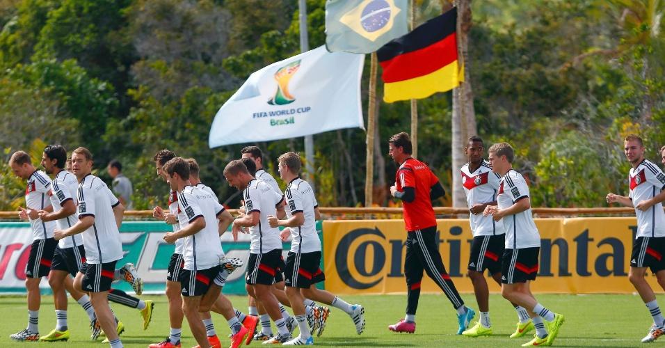Um dia depois de se classificar para a semifinal da Copa do Mundo, seleção da Alemanha treina em Santa Cruz Cabrália, na Bahia