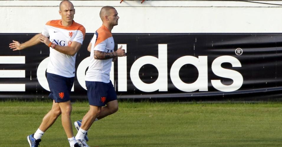 06.jul.2014 - Arjen Robben e Wesley Sneijder voltam aos treinos após classificação para a semifinal
