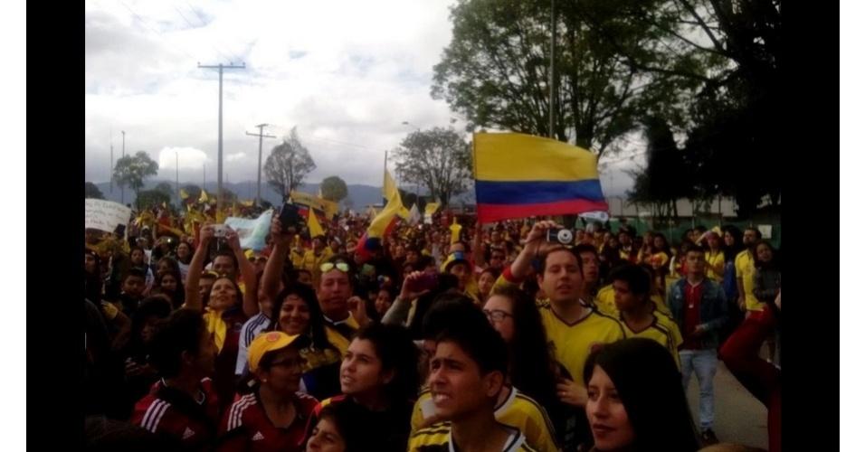 06.jul.2014 - Colombianos celebram a chegada da seleção da Colômbia em Bogotá, após boa campanha na Copa do Mundo
