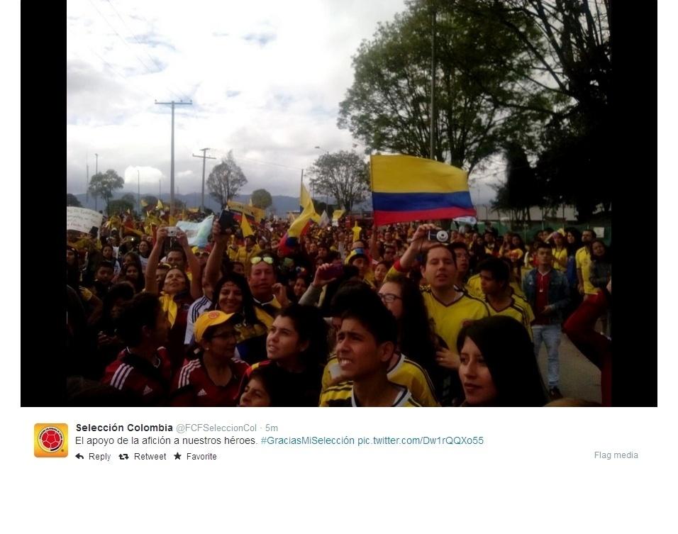 Colombianos celebram a chegada da seleção da Colômbia em Bogotá, após boa campanha na Copa do Mundo