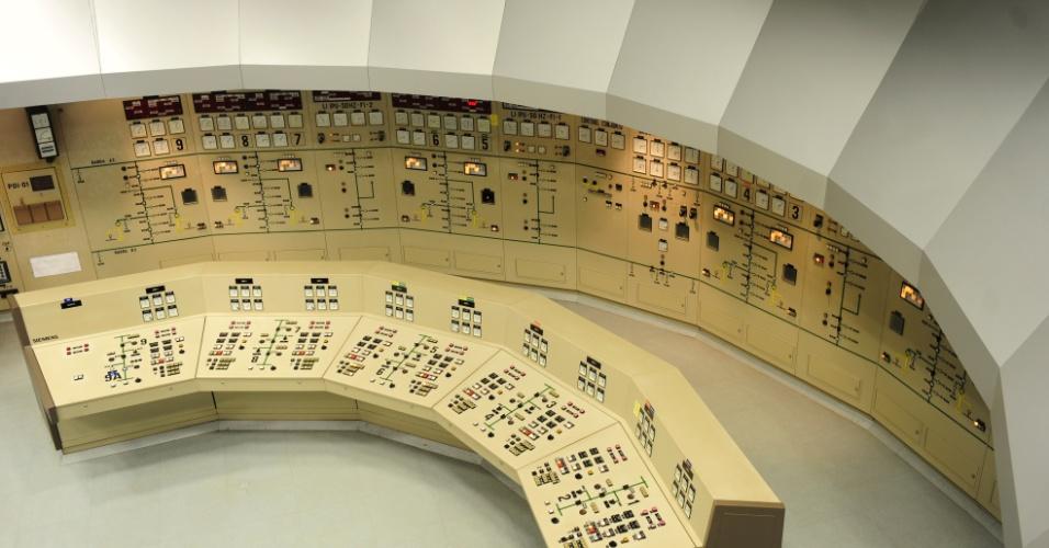 Imagem de uma das salas de operação de Itaipu lembra filmes antigos de ficção científica