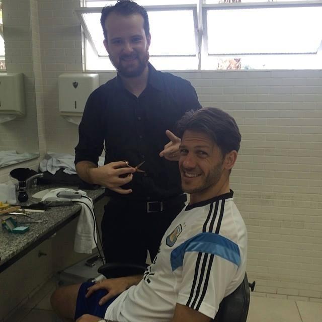 Jogadores da seleção argentina cuidam do visual em barbearia em Belo Horizonte