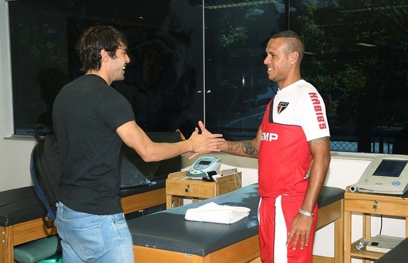 Kaká reencontra Luis Fabiano no CT do São Paulo