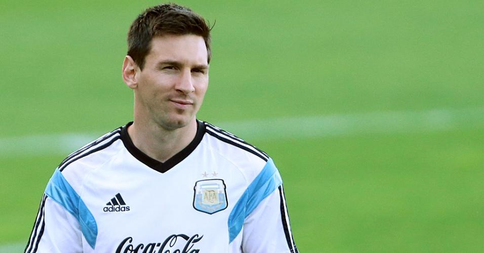 06.jul.2014 - Messi participa de atividade na Cidade do Galo, um dia depois da Argentina garantir vaga na semifinal da Copa