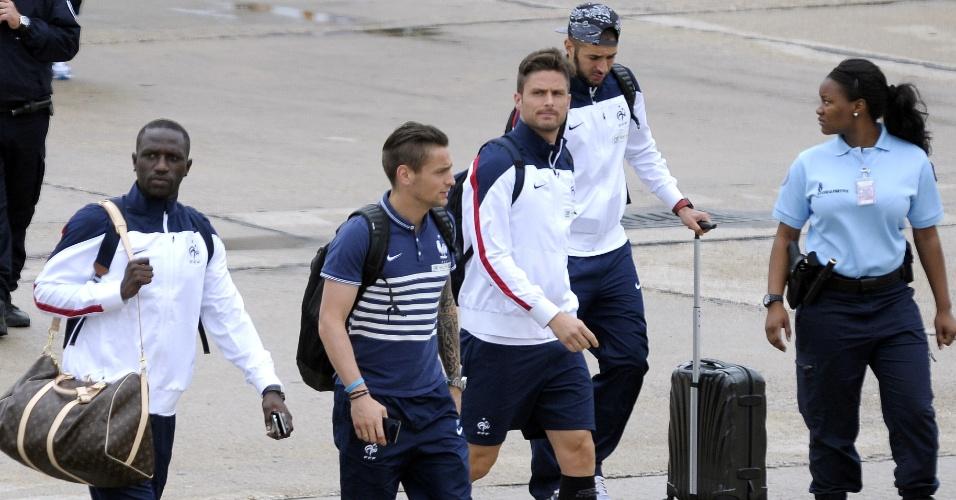 06.jul.2014 - Seleção da França desembarca no Aeroporto de Le Bourget após eliminação na Copa