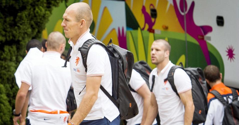 07.jul.2014 - Elenco da Holanda chega ao hotel em São Paulo, onde joga a semifinal contra a Argentina