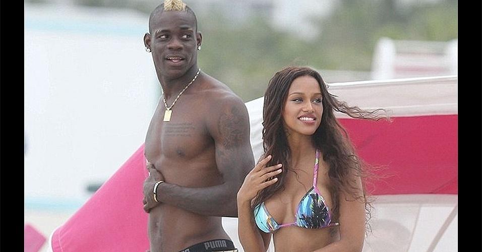Após eliminação na Copa, Mario Balotelli curte suas férias com a noiva Fanny Neguesha em Miami