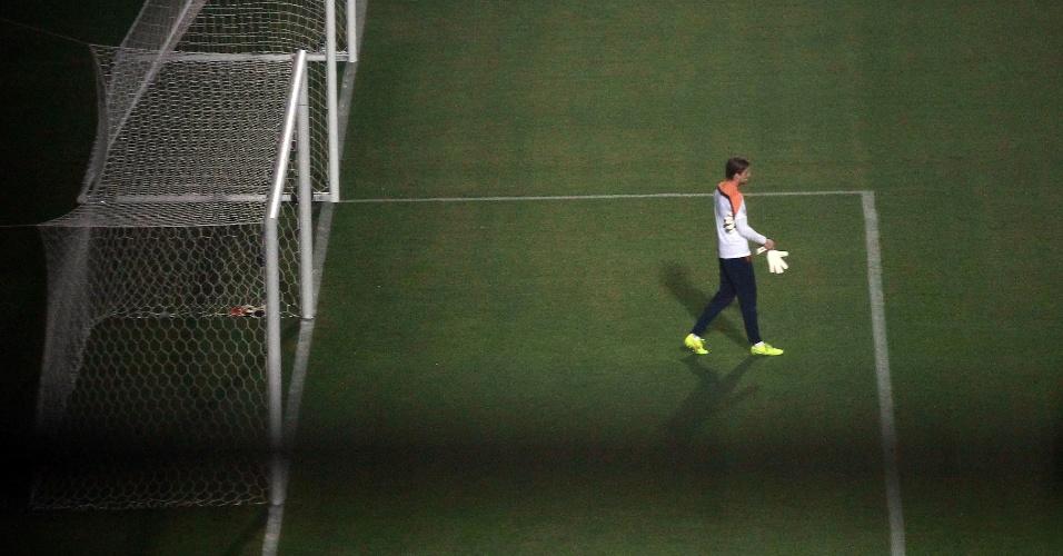 Goleiro holandês realiza treinamento no estádio do Pacaembu. Equipe se prepara para o jogo de quarta-feira, contra a Argentina, no Itaquerão