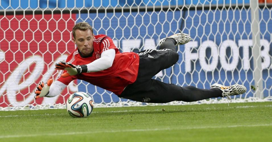 Goleiro Manuel Neuer participa de treino da seleção alemã no Mineirão
