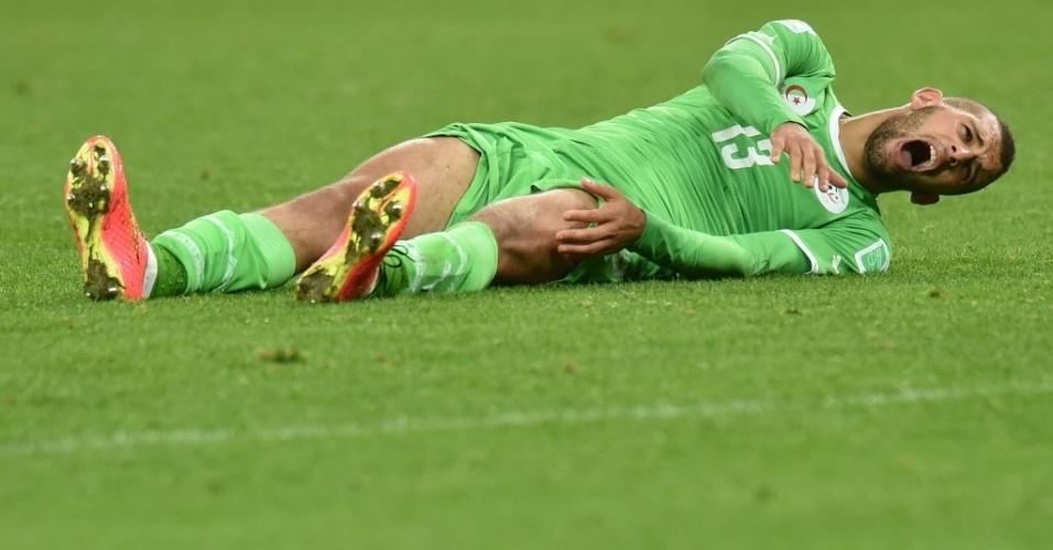 Islam Slimani desaba de dor na prorrogação do jogo contra a Alemanha, no Beira-Rio, em Porto Alegre