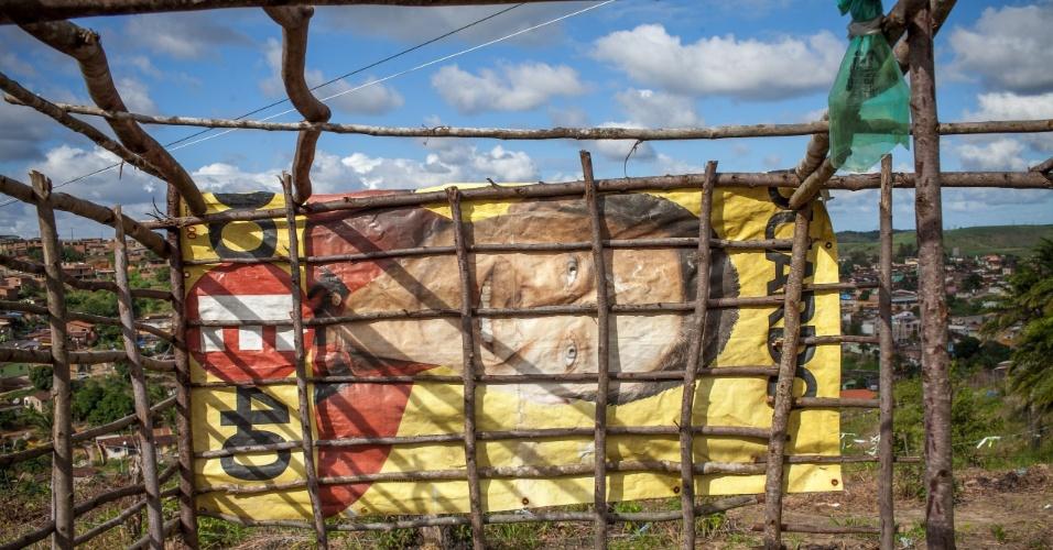 """Lona de campanha passada do hoje candidato à presidência Eduardo Campos (PSB) em barraco no assentamento do MST """"Meu Pedacinho de Chão"""""""