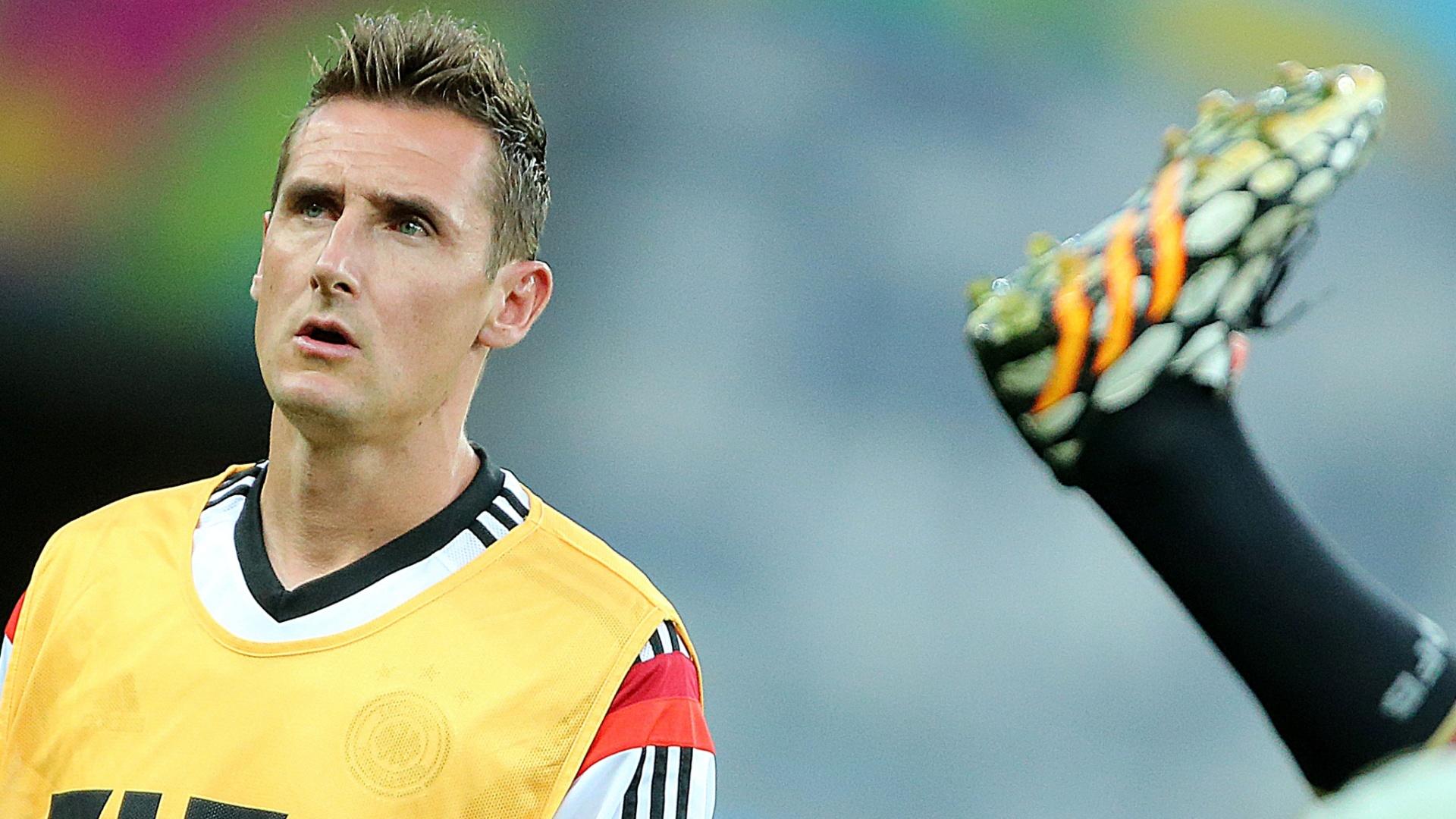Miroslav Klose particida de reconhecimento do gramado do Mineirão pela selação da Alemanha