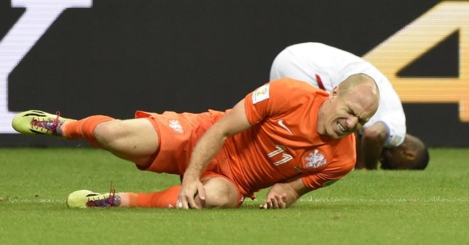 Robben,da Holanda, cai na quarta de final contra Costa Rica na Arena Fonte Nova