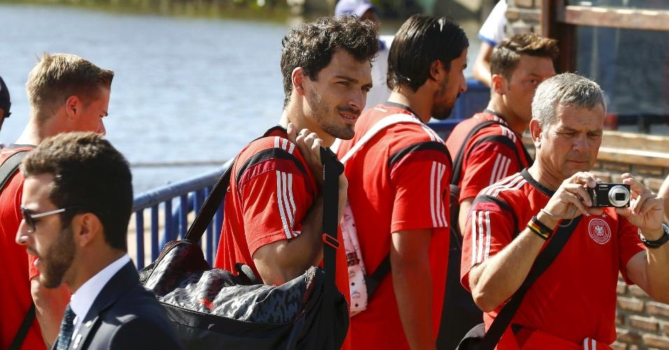 Seleção da Alemanha deixa Santa Cruz Cabrália, na Bahia, rumo a Belo Horizonte, palco do jogo contra o Brasil, nesta terça-feira